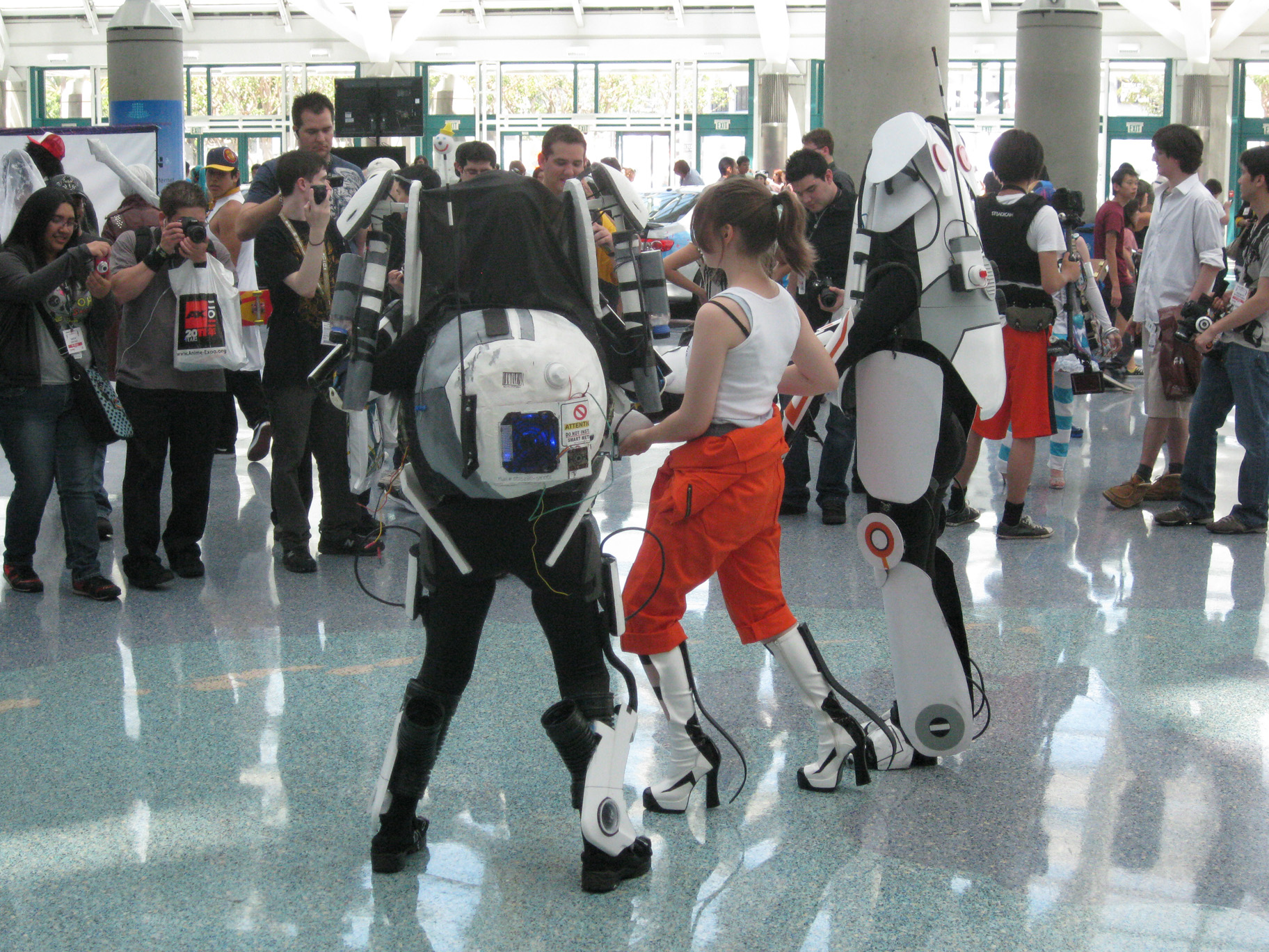Anime-Expo-2011-Portal2-Cosplay-Behind.jpg