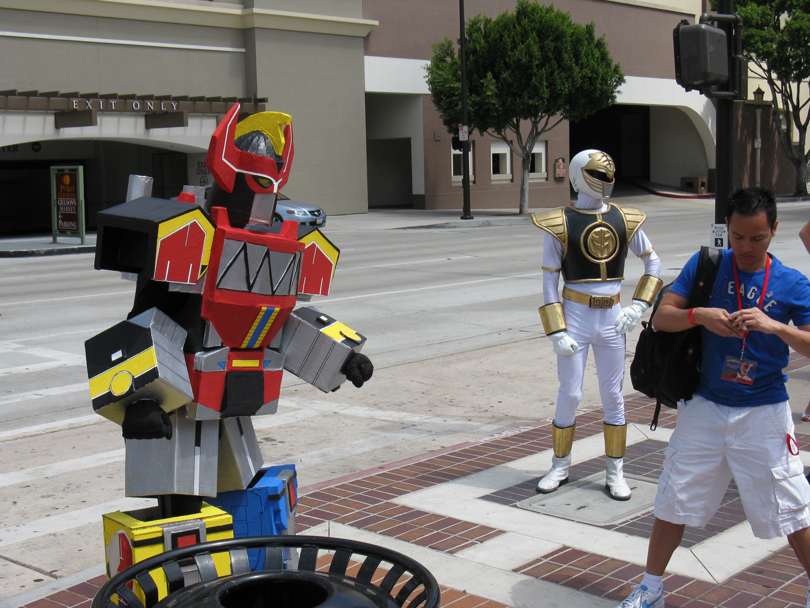 Power-Morphicon-Megazord-Cosplay2.JPG