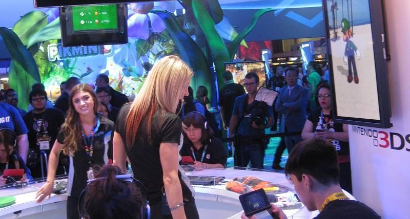 E3-2013-Nintendo-Booth-Luigi-Princesses.jpg
