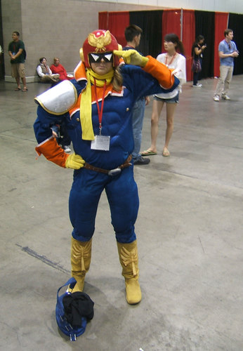 Anime-Expo2010-Female-Captain-Falcon-Cosplay.JPG