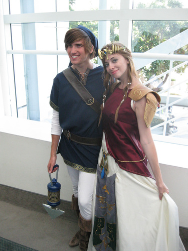 Anime-Expo-2011-Blue-Link-and-Zelda-Cosplay.jpg