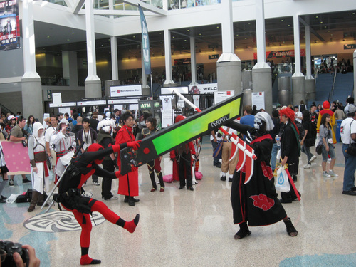 Anime-Expo-2011-Deadpool-Healthbar-Cosplay.jpg